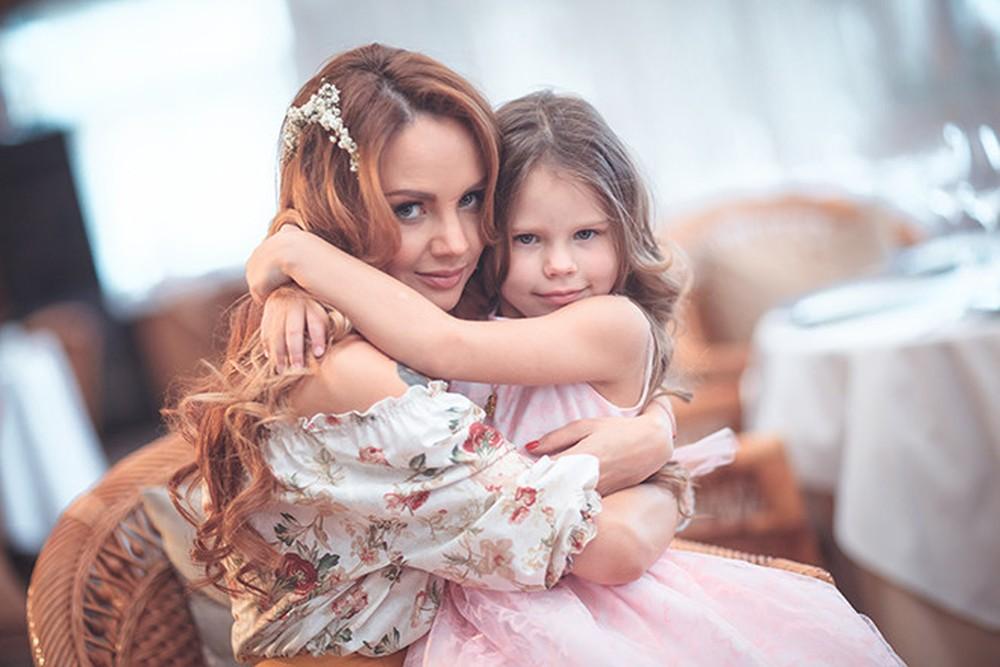 Дочкам нужны учителя, а няня – мне