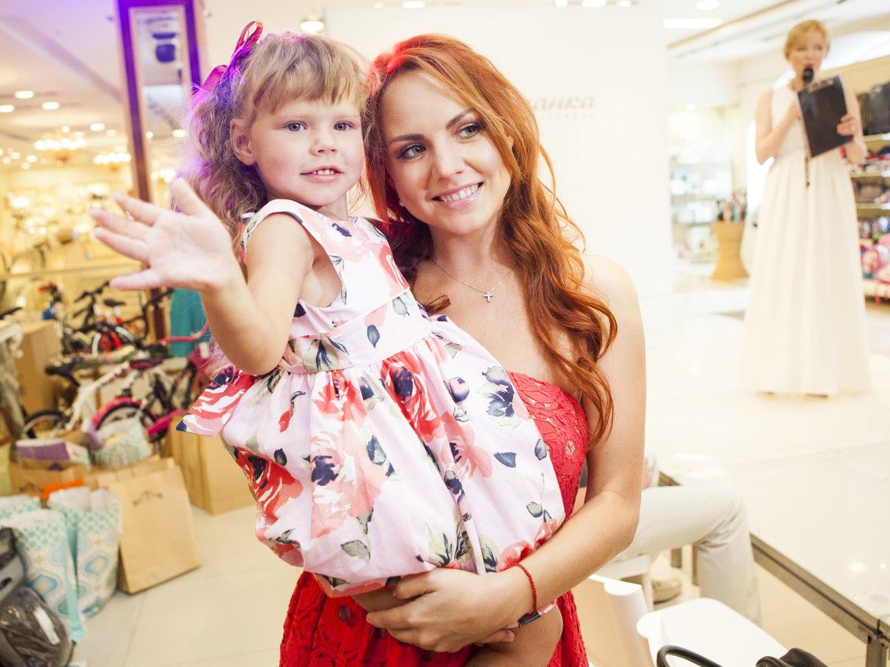 Максим и ее дети новое фото